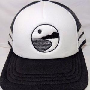 Adjustable trucker hat